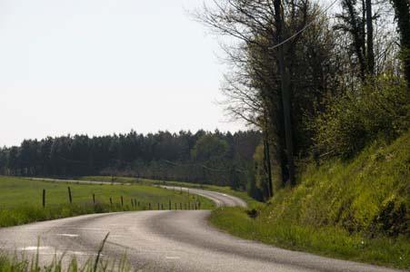 http://www.niffylux.com/image-gratuite/Route_campagne___49f63d6fe671e.jpg